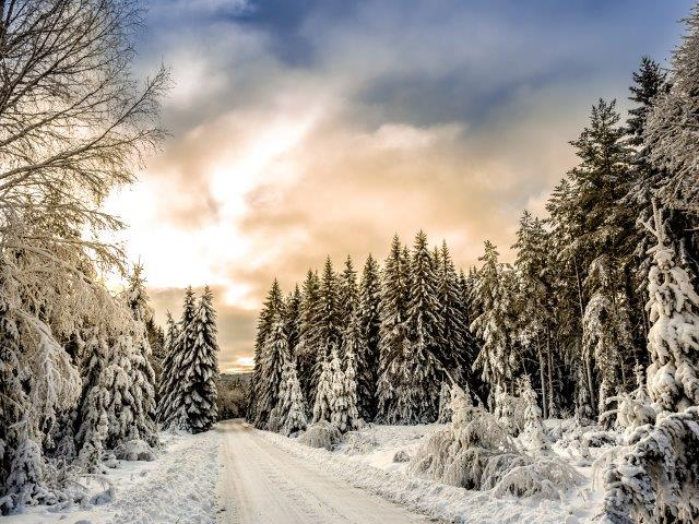 5 Essential Tips for Winter RV Camping