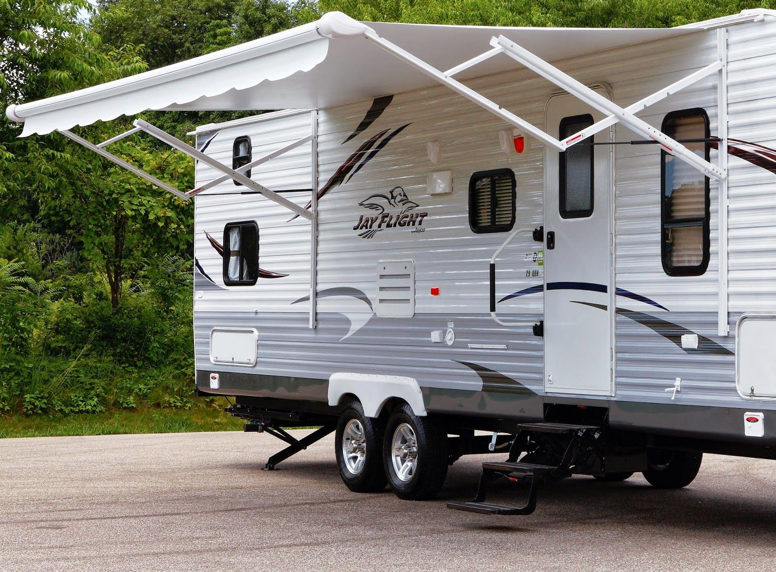 5 Mistakes to Avoid When Caring for the Exterior of Your RV