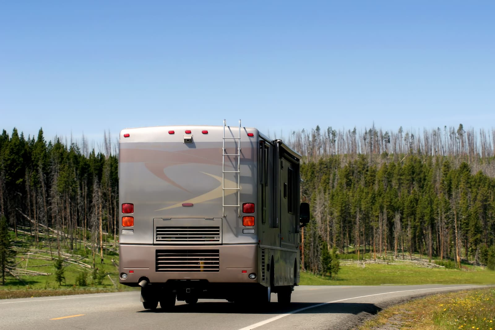 12 Simple Tips for Driving Large RVs [Videos & Infographic]